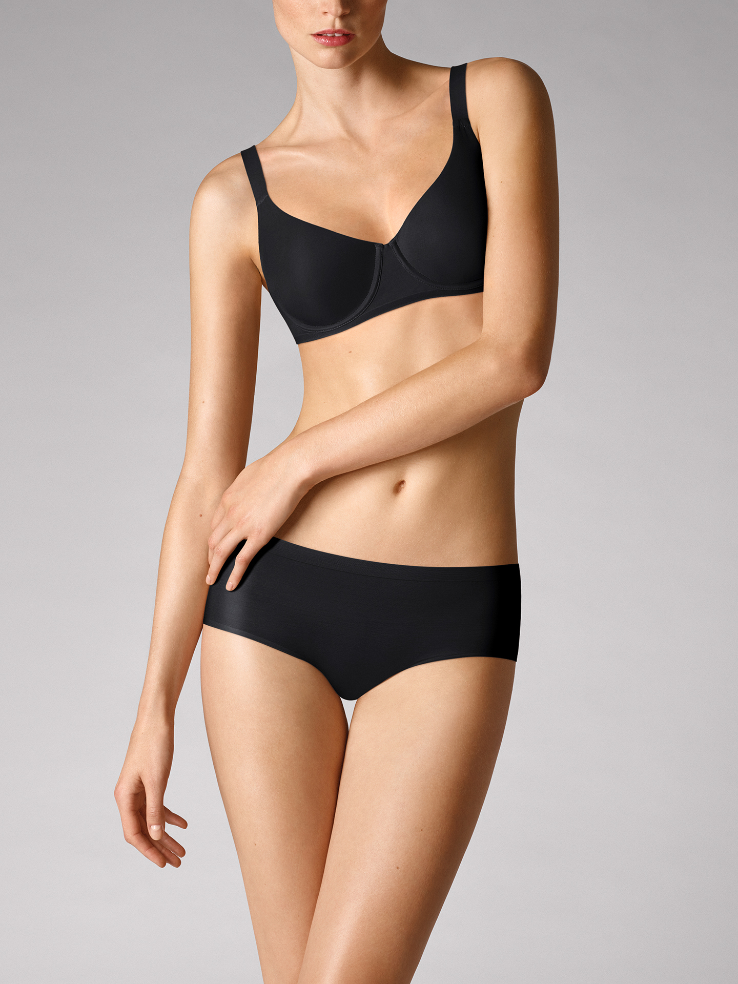 prezzo Wolford Apparel & Accessories > Clothing > Mutandine Sheer Touch Panty 7005 S in offerta